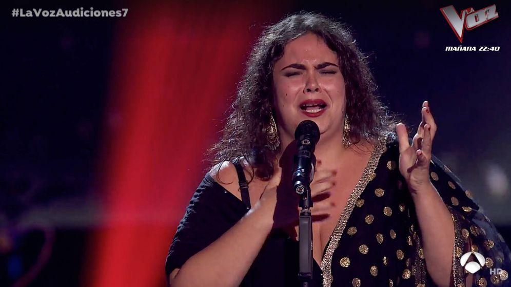Foto: Marta homenajea a Camarón de la Isla en 'La Voz'. (Atresmedia)