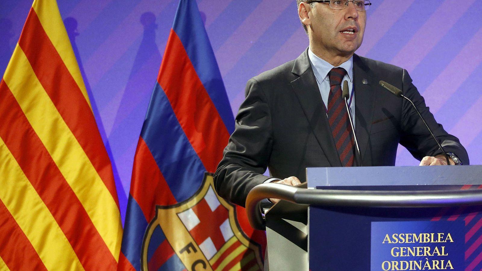 Foto: Josep María Bartomeu, durante su intervención en la Asamblea de Compromisarios del Barcelona (EFE)