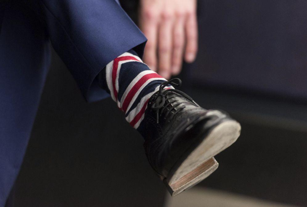 Foto: Detalle de los calcetines del europarlamentario del partido UKIP Nigel Farage. (EFE)