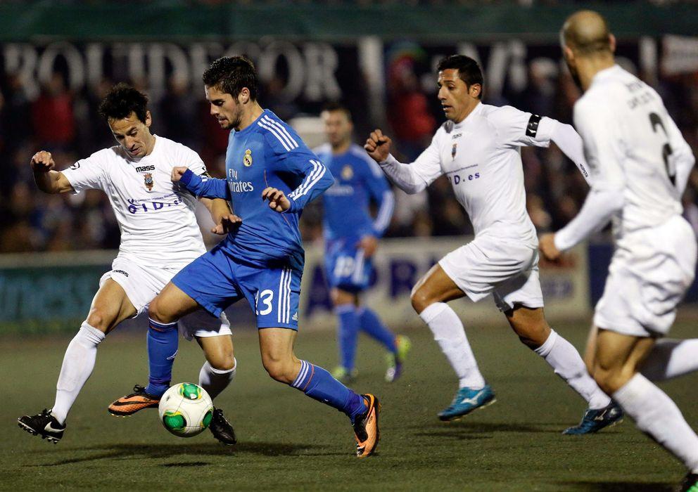 Foto: Imagen del partido de ida entre el Olímpic de Xàtiva y el Real Madrid (EFE)