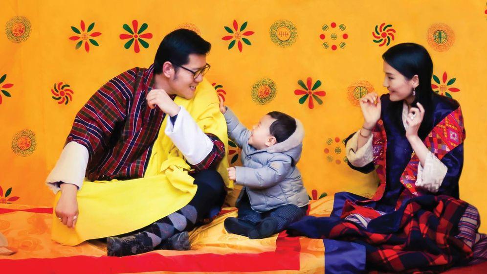 Foto: Jigme Namgyal Wangchuck con una chaqueta de Pili Carrera
