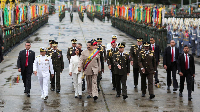 Foto: El presidente Maduro, rodeado de figuras militares durante el 196º aniversario de la batalla de Carabobo, en Caracas, el 24 de junio de 2017. (Reuters)