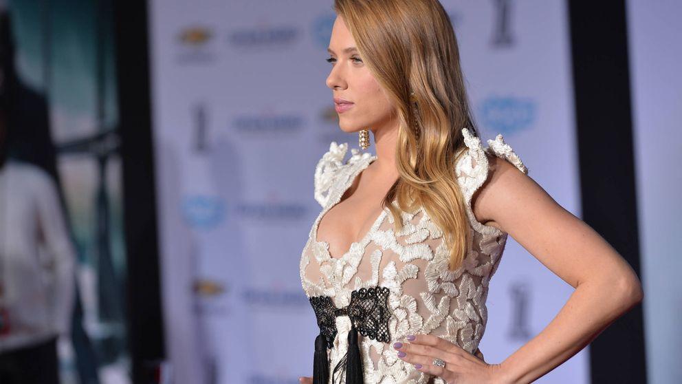 Repasamos las veces que Scarlett Johansson se ha vestido (casi) de novia