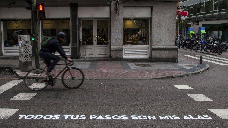 Otro de los versos que decoraban los pasos de peatones   Ayuntamiento