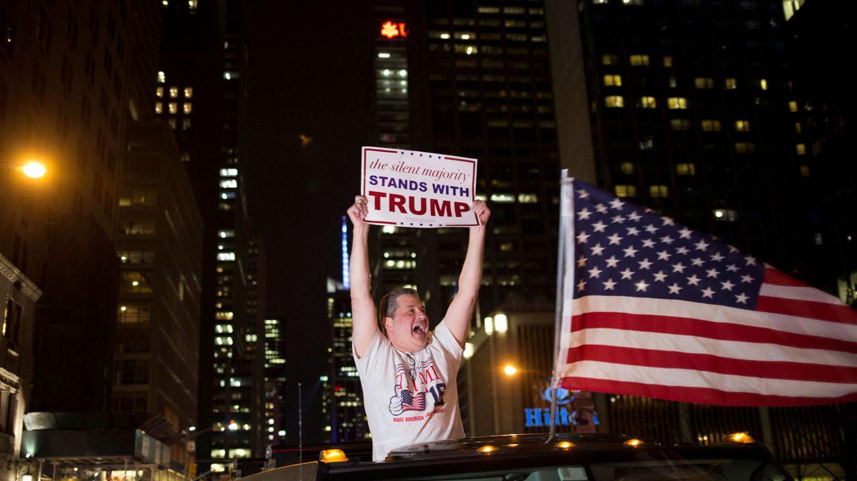 Foto: Un votante de Donald Trump celebra los resultados electorales en Nueva York, el 8 de noviembre de 2016 (Reuters).
