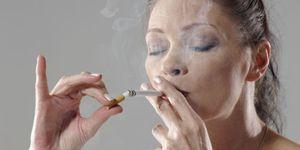 Foto: Crece el tabaquismo: fuman más mujeres y más menores