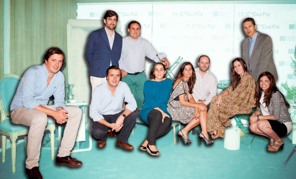 Foto:  Rafa Garrido (pantalones verdes y camisa), CEO de eShop Ventures, junto al equipo de Mimub.