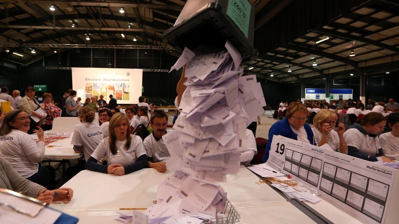 Recuento de los votos del referéndum de independencia en Escocia (AP).