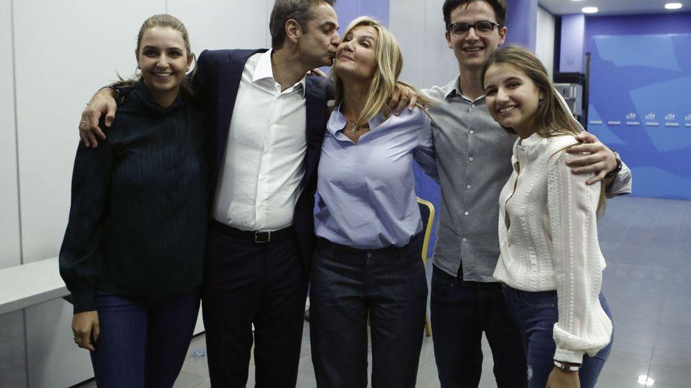 Foto: La familia del nuevo primer ministro griego al completo. (EFE)