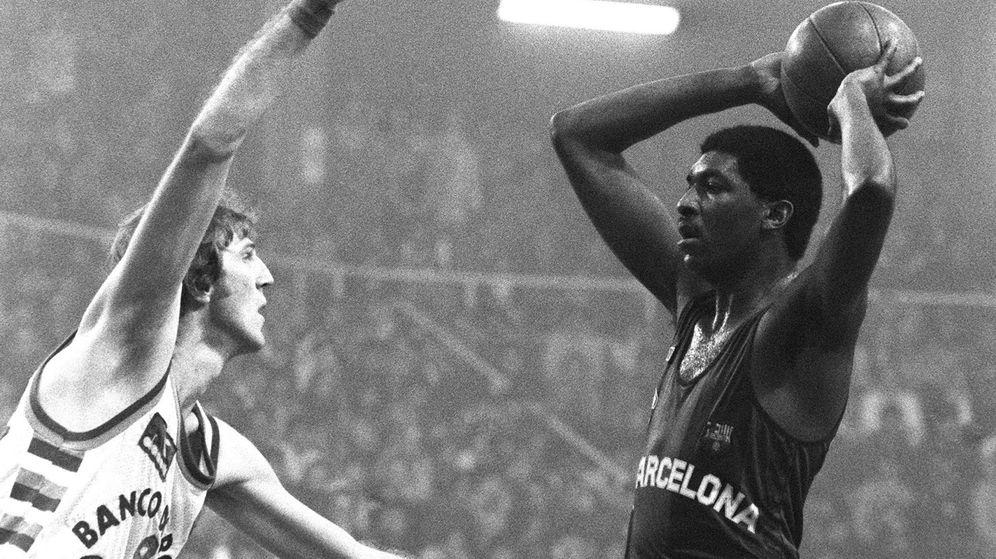 Foto: Chicho Sibilio y Juan Domingo de la Cruz compartieron más de una década en el FC Barcelona. (EFE)