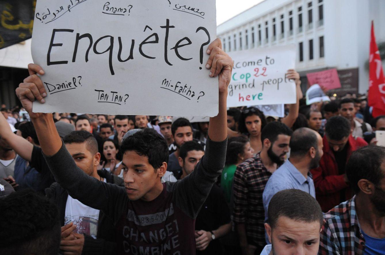 Foto: Marroquíes protestan en Rabat por la muerte de Mohcine Fikri, el 30 de octubre de 2016 (Efe).