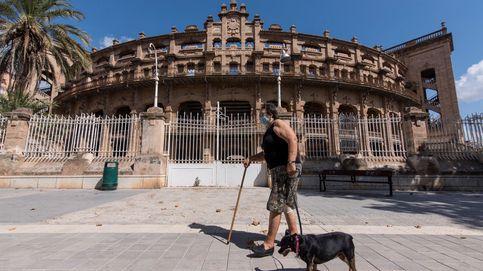 La Policía suspende una fiesta con mil jóvenes en la plaza de toros de Palma