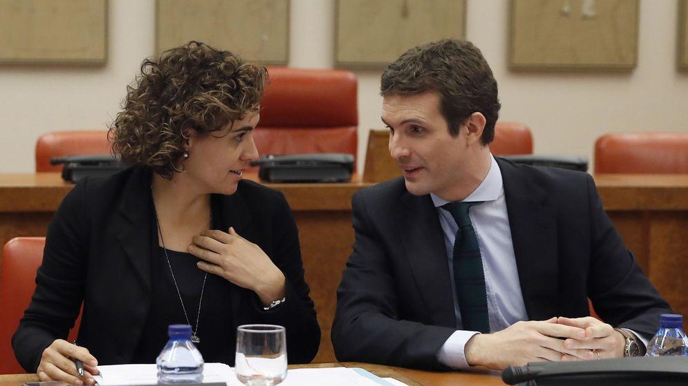 Foto: Dolors Montserrat y Pablo Casado. (EFE)