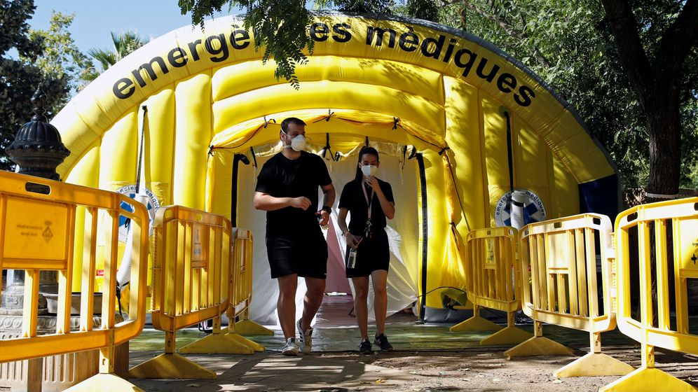 Foto: Una carpa instalada en Ripollet (Barcelona) para la realización de un cribado masivo en busca de positivos por covid-19. (Reuters)