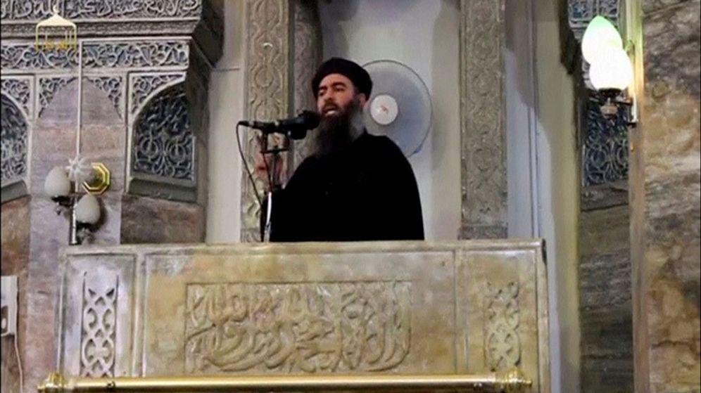Foto: Imagen de la primera aparición pública de Abu Bakr Al Bagdadi, proclamando el 'califato' del Estado Islámico, en Mosul. (Reuters)