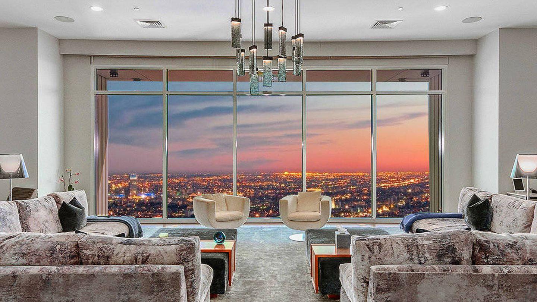 Así es el salón de la 'Mansión en el cielo' de Matthew Perry. (Cortesía de gregholcomb.com)