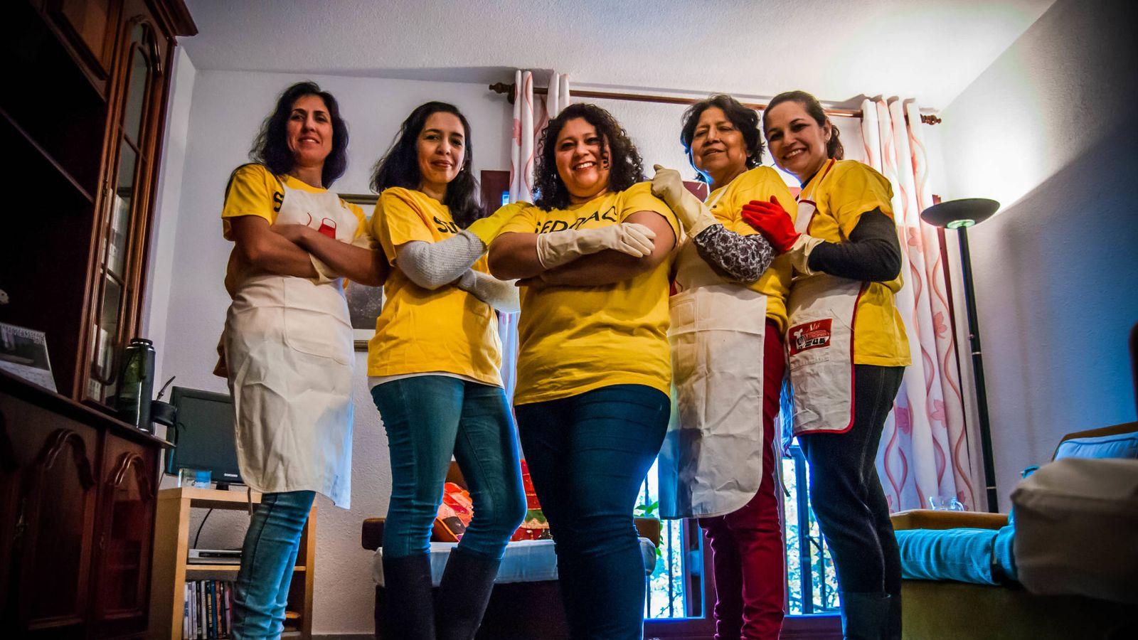 Foto: De izquierda a derecha: Marta, Yolanda, Carolina, Dona y Delia, empleadas de hogar (Foto: Carmen Castellón)