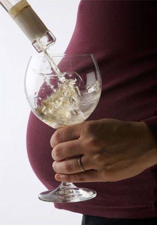 Foto: Tomar alcohol en el embarazo podría fomentar su consumo en los hijos