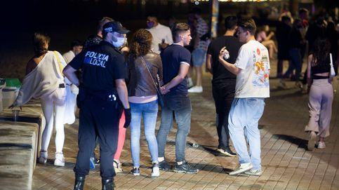 Baleares prohíbe las reuniones sociales de madrugada tras el repunte de casos