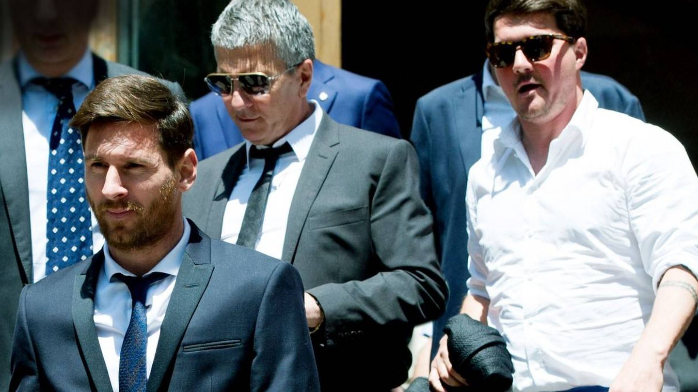 Leo Messi, con su padre, Jorge, y su hermano Rodrigo. (Getty)