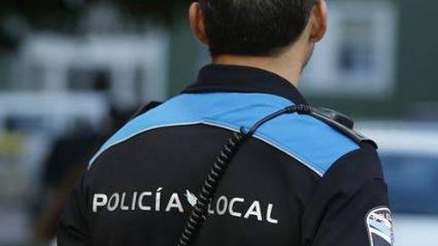 Multan a un hombre en Galicia por caminar por la calle con dos puñales y un cuchillo