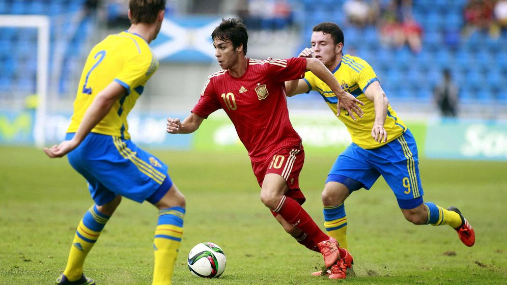 Foto: Óliver Torres en el partido de la sub 21 ante Suecia (EFE)