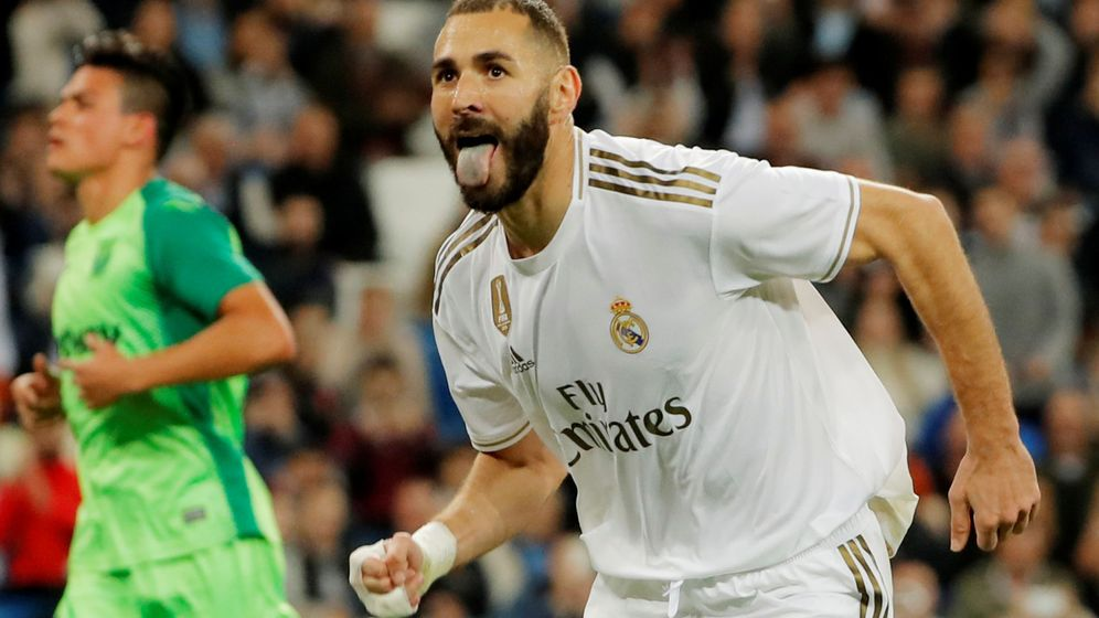 Foto: Benzema celebra un gol sacando la lengua en el partido contra el Leganés en el Bernabéu. (Efe)