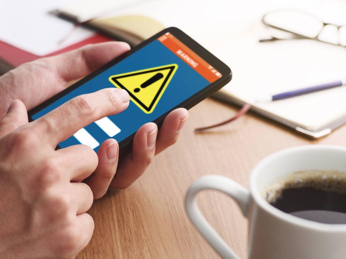 Foto: Una alerta en un teléfono móvil. (iStock)