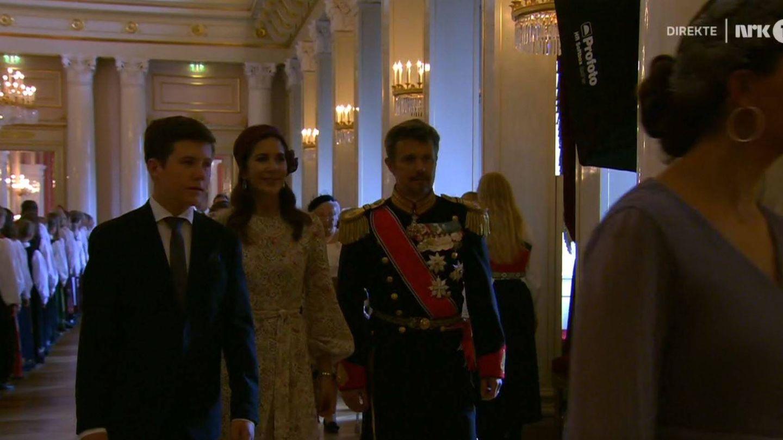 Christian, Mary y Federico de Dinamarca, en una captura de la emisión en directo de la NRK.