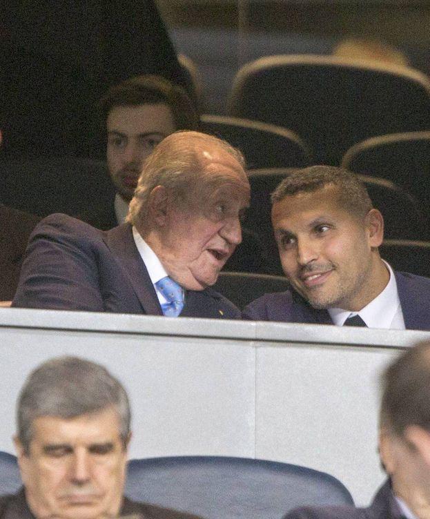 Foto: Don Juan Carlos, en el palco del Santiago Bernabéu. (Cordon Press)