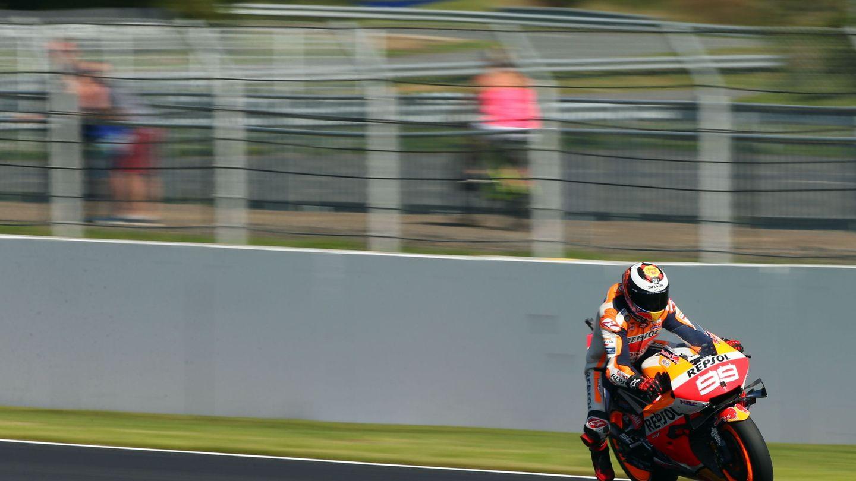 Lorenzo rodando en Silverstone. (EFE)