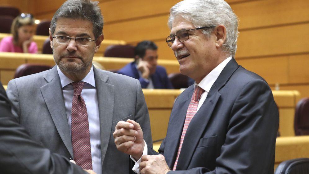 Foto: Los ministros de Asuntos Exteriores (Alfonso Dastis) y Justicia (Rafael Catalá).