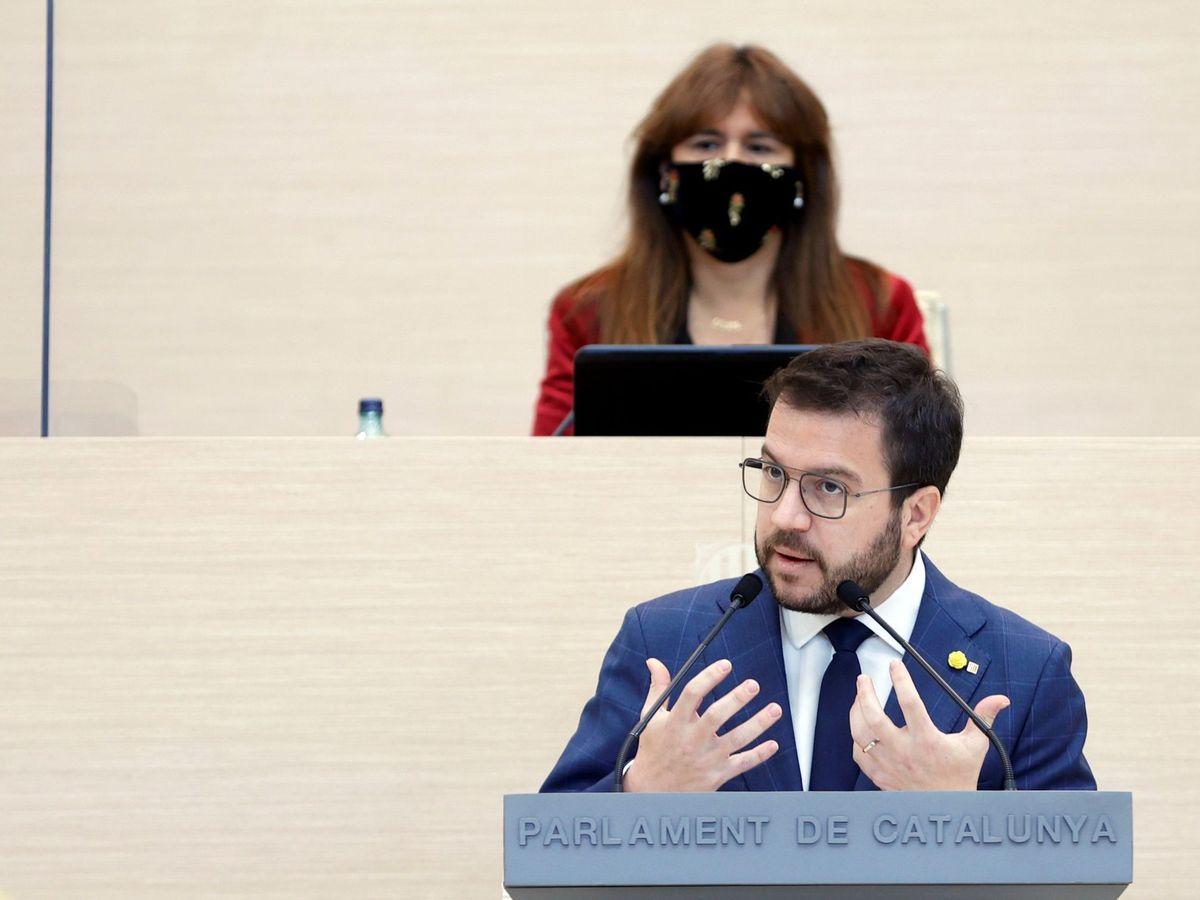 Foto: El líder de ERC, Pere Aragonès, y la presidenta del Parlament, Laura Borràs. (EFE)