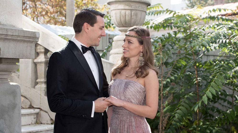 Foto:  Nicolás y Alina-Maria, en una sesión por su compromiso. (Cordon Press)