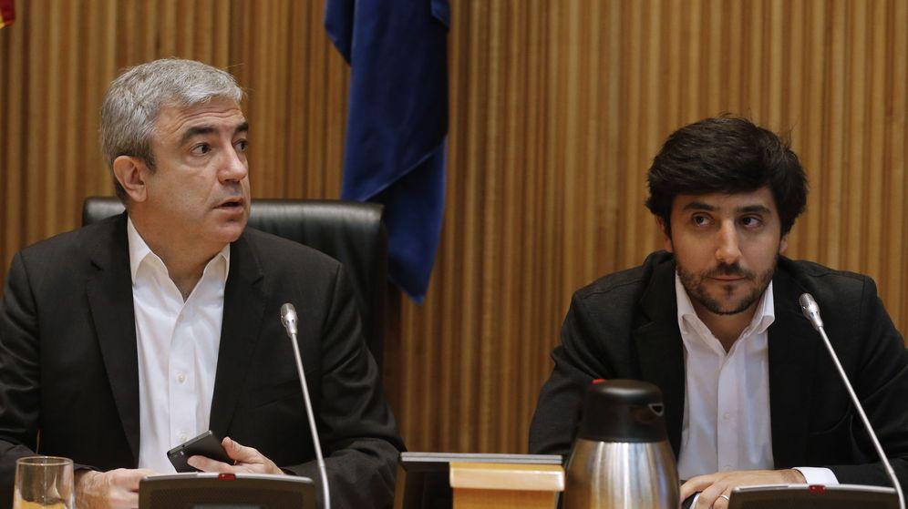 Foto: El responsable del programa económico de Ciudadanos, Luis Garicano (i), junto al portavoz económico de esta formación, Toni Roldán. (EFE)