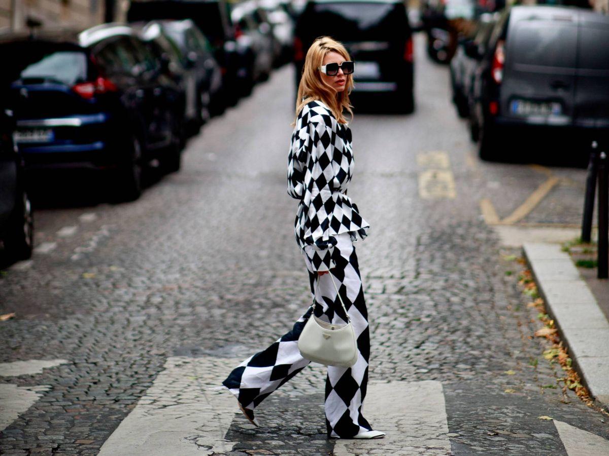 Foto: El look de Chanel en las calles de París. (Imaxtree)