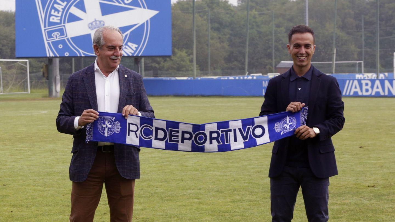 El presidente, Antonio Couceiro, junto al entrenador. (EFE)