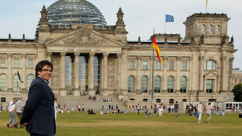 Carles Puigdemont, frente al Bundestag, en Berlín. (Reuters)