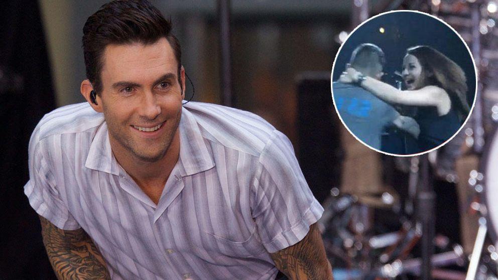 YouTube – Adam Levine, 'atacado' por una fan histérica durante un concierto de Maroon 5