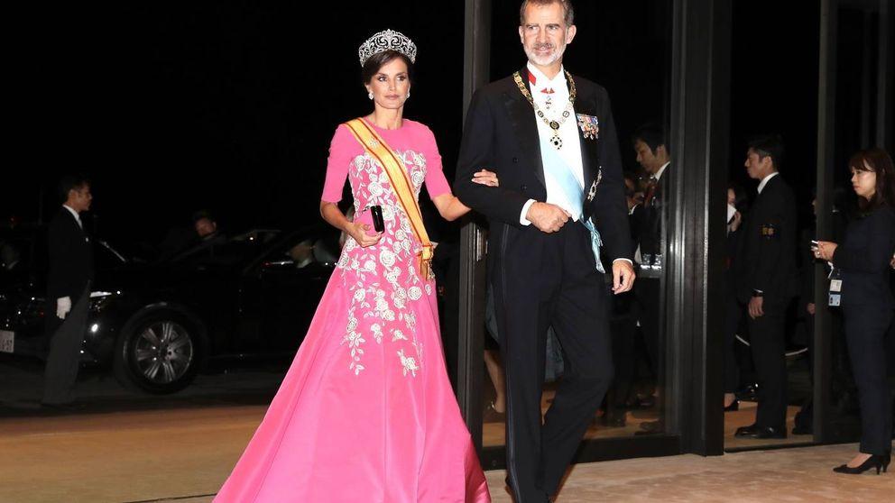 De Felipe llevando el bolso de Letizia al abrazo con Masako: lo que no viste de la entronización de Japón