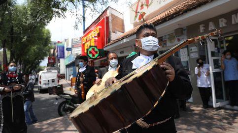 Mariachis mexicanos endulzan con sus canciones la lucha contra el coronavirus