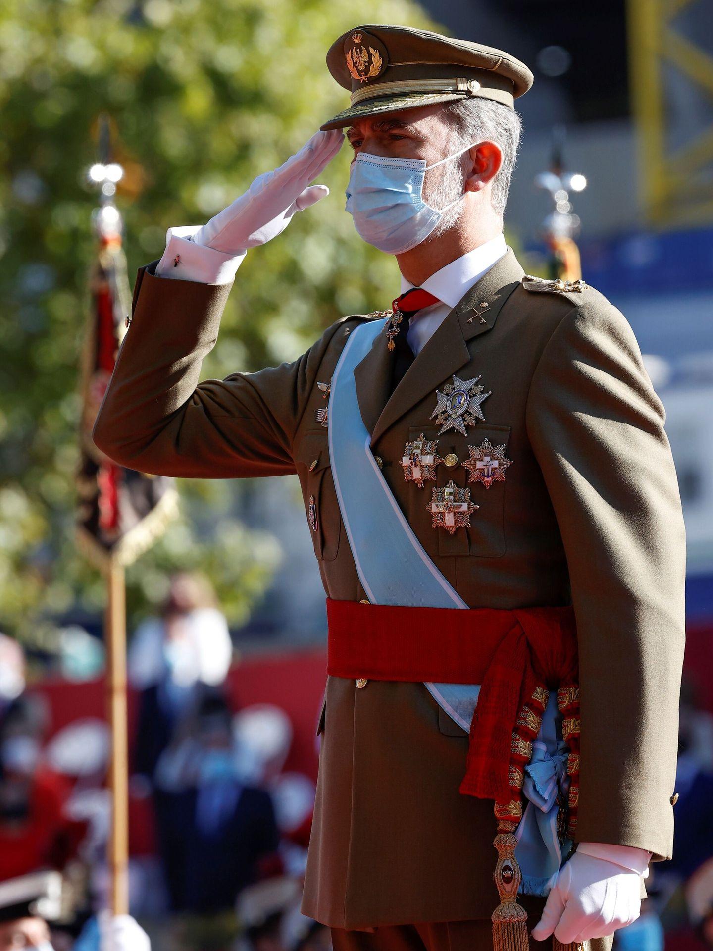 El rey Felipe, durante el desfile militar. (EFE)