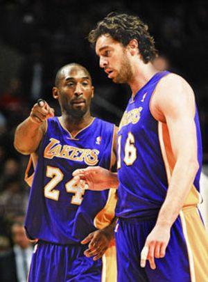 Los Lakers culminan con un triunfo su estancia promocional en Washington