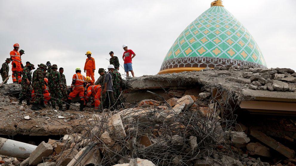 De turistas a cooperantes: fueron a bucear y se toparon con un terremoto de 430 muertos