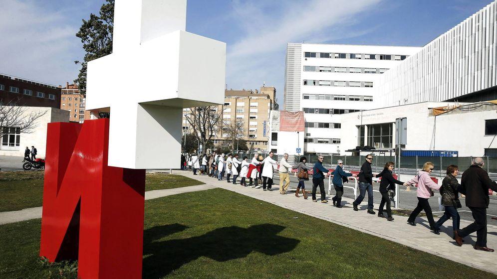 Foto: Manifestación a favor de la sanidad pública universal en Pamplona. (EFE)