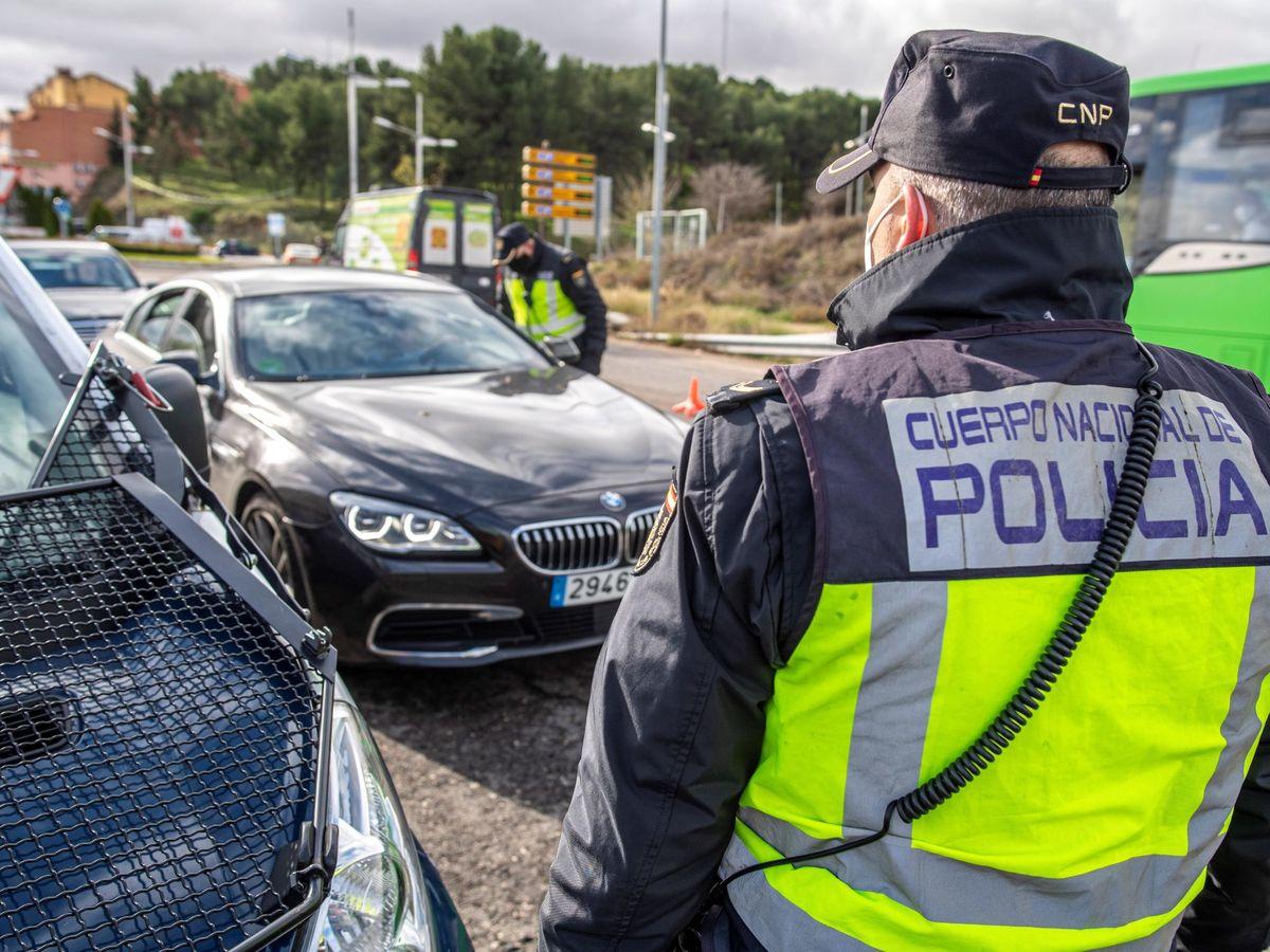 Foto: Control de Policía. (EFE)