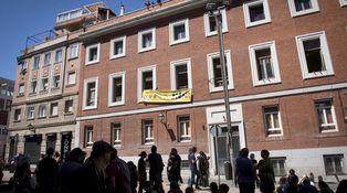 El último rifirrafe de Podemos con la Policía: un edificio okupado y un carné de diputado
