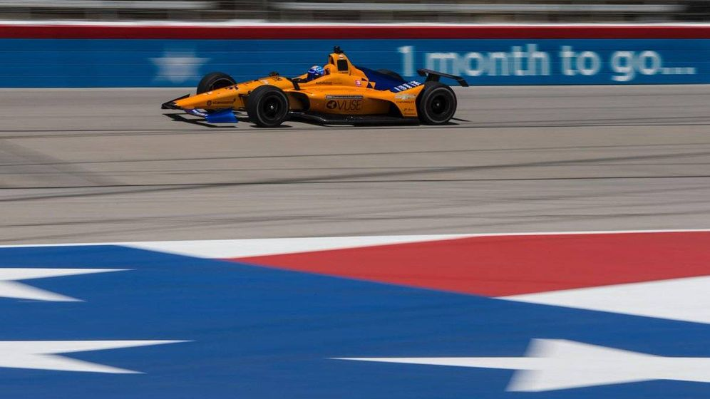 Foto: Fernando Alonso en su McLaren Chevrolet. (@McLarenIndy)