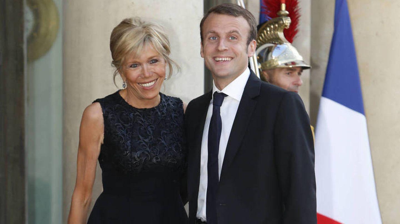 Emmanuel Macron y su mujer, Brigitte Trogneux. (Gtres)