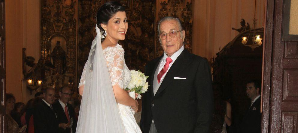 Foto: Paloma Cuevas, espectacular en la boda de su hermana Verónica